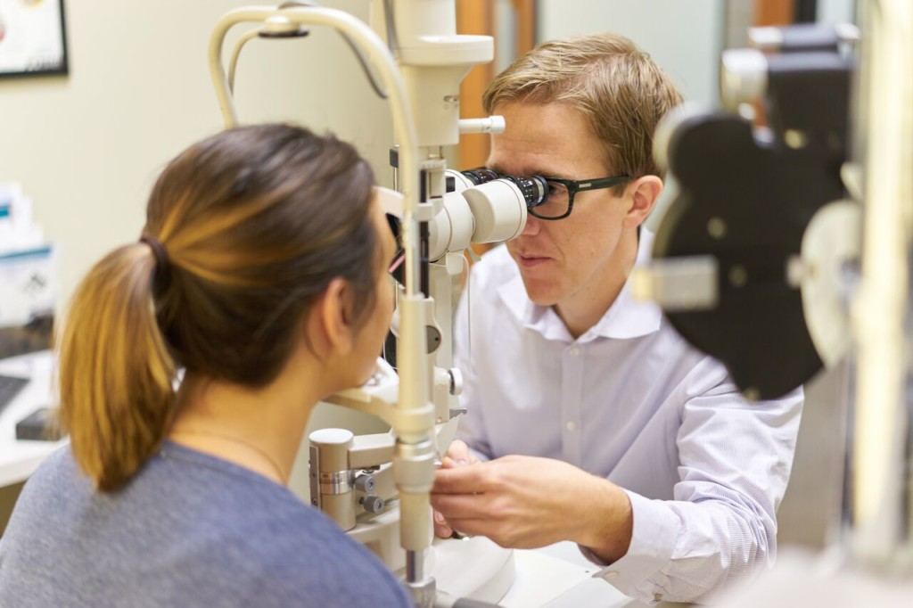When to Visit a Specialized Eye Doctor